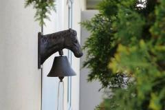 Glocke am Stalleingang